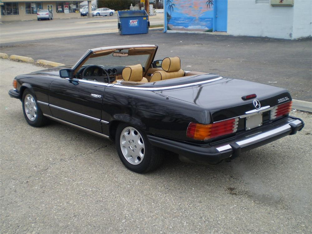 1985 MERCEDES-BENZ 560SL CONVERTIBLE - Rear 3/4 - 103434