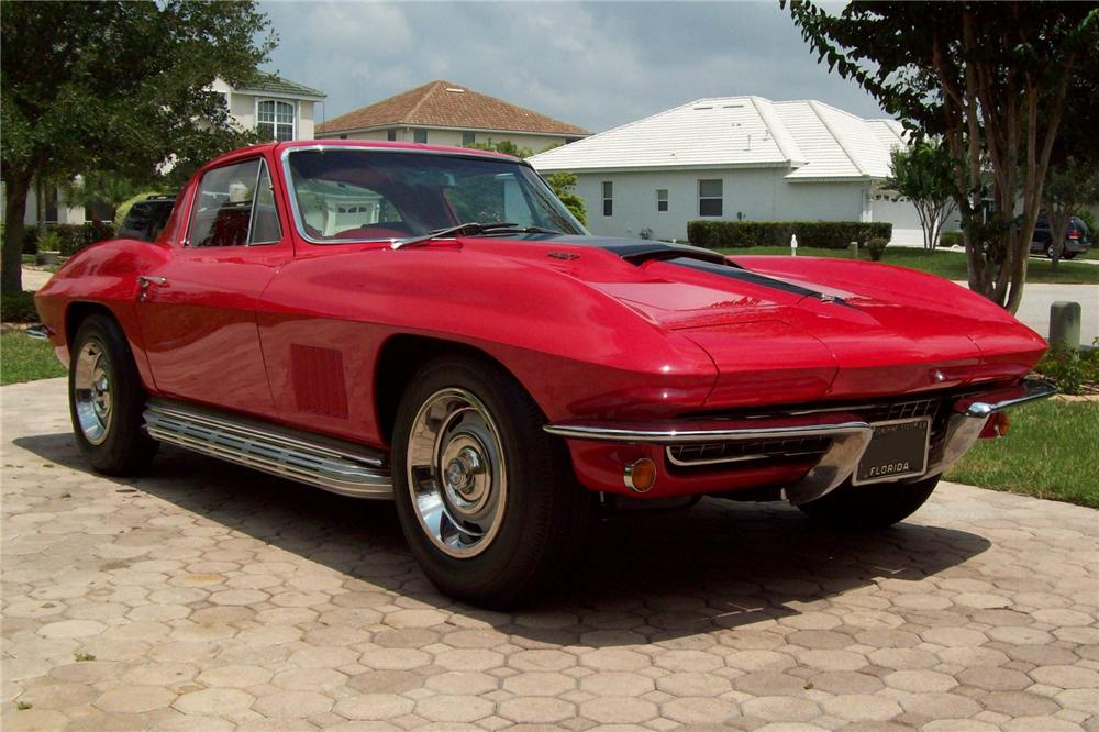 1967 CHEVROLET CORVETTE COUPE - Front 3/4 - 103813