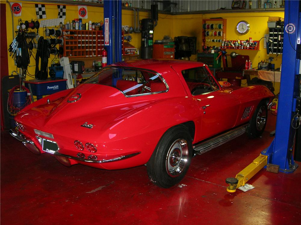 1967 CHEVROLET CORVETTE COUPE - Rear 3/4 - 103813