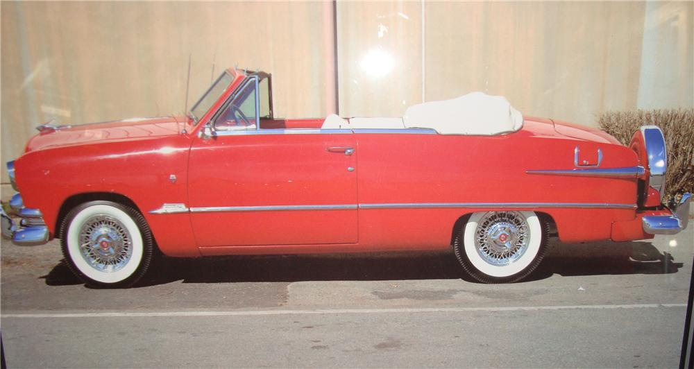 1951 FORD CUSTOM DELUXE CONVERTIBLE - Front 3/4 - 104193