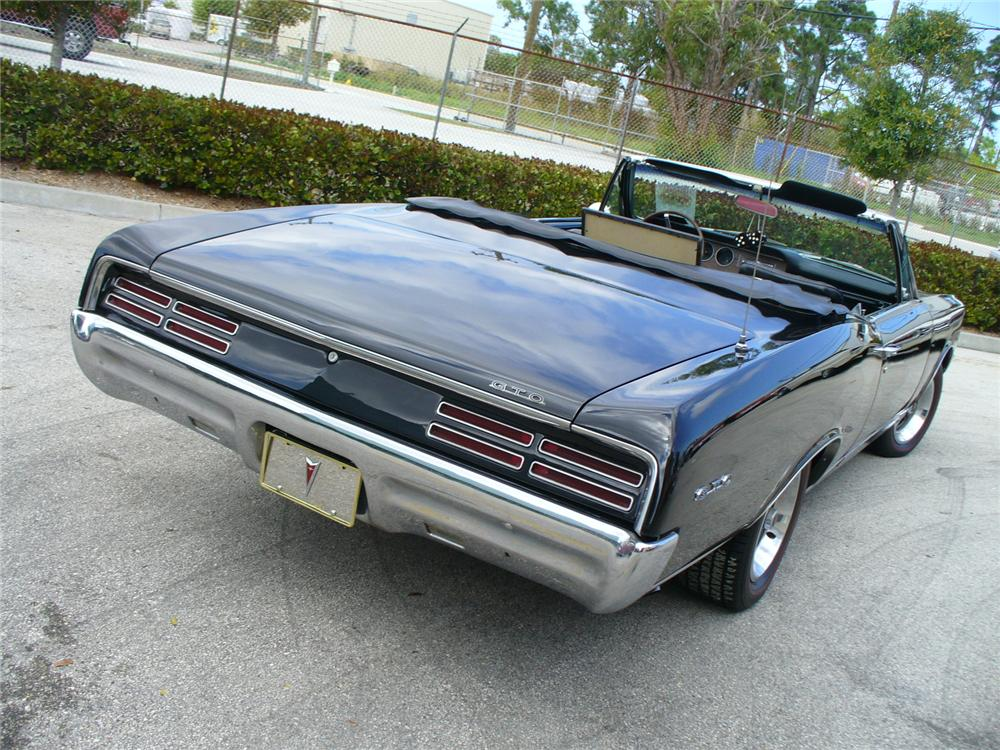1967 PONTIAC GTO CONVERTIBLE - Rear 3/4 - 104473