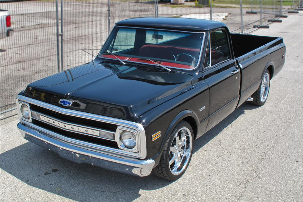 1970 CHEVROLET C-10 CUSTOM PICKUP - Front 3/4 - 107656