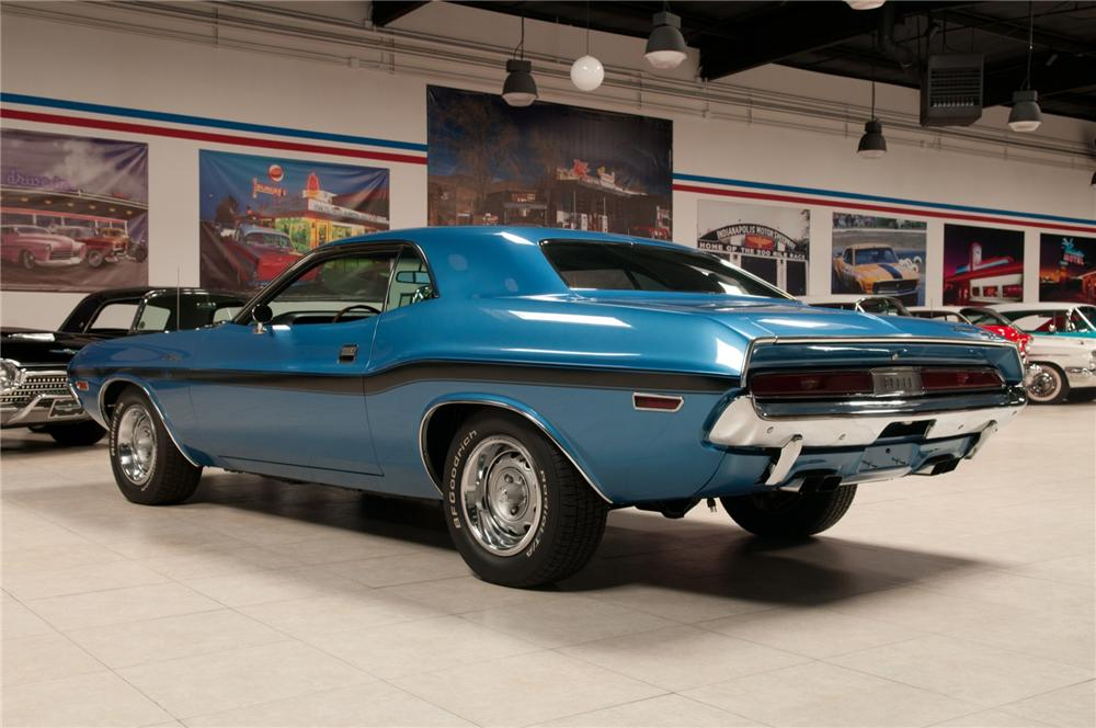 1970 DODGE HEMI CHALLENGER R/T 2 DOOR HARDTOP - Rear 3/4 - 108103
