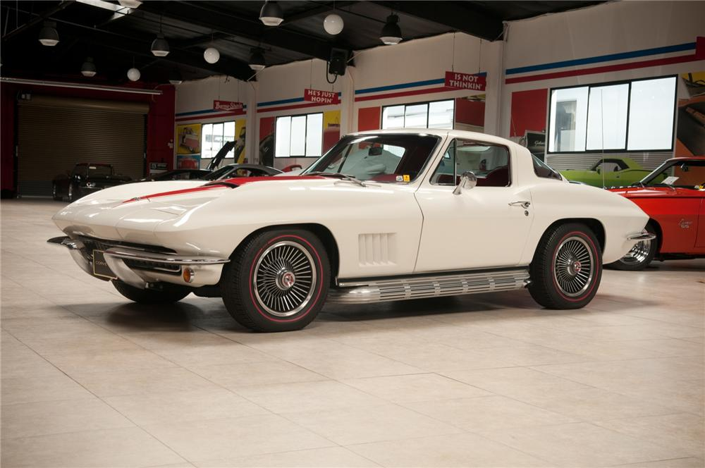 1967 CHEVROLET CORVETTE COUPE - Front 3/4 - 108115