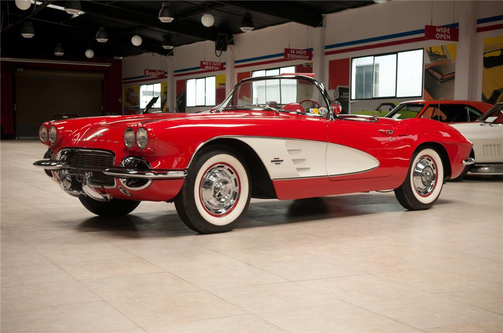 1961 CHEVROLET CORVETTE CONVERTIBLE - Front 3/4 - 108116