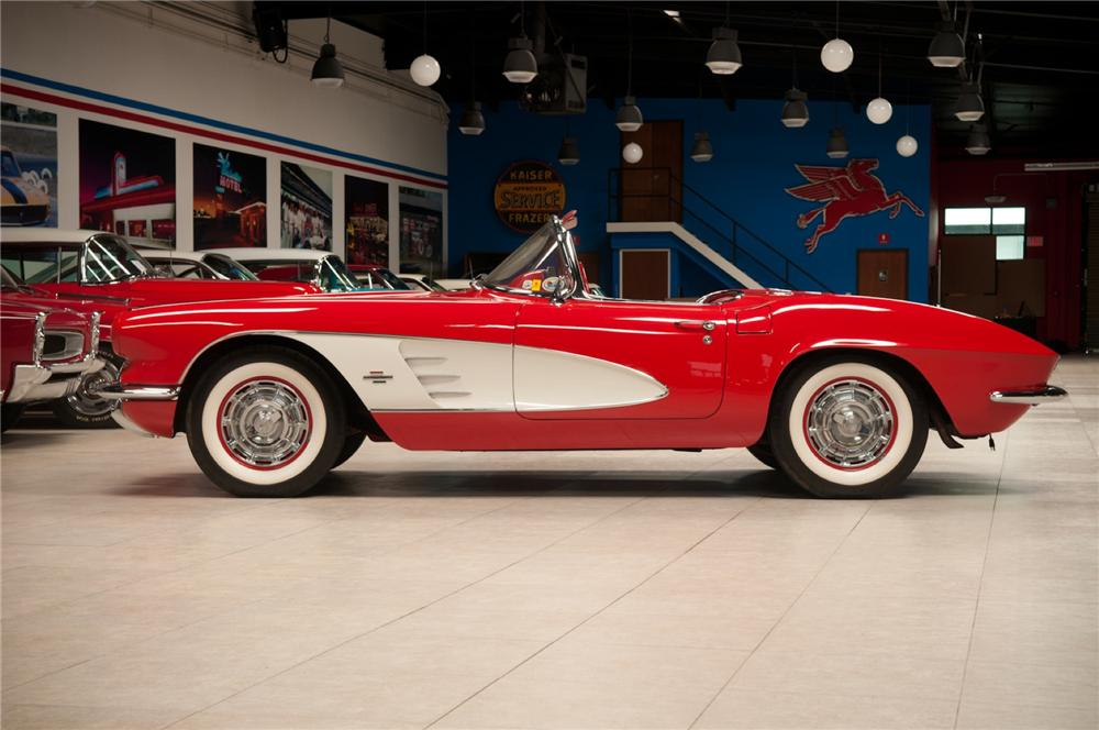 1961 CHEVROLET CORVETTE CONVERTIBLE - Side Profile - 108116