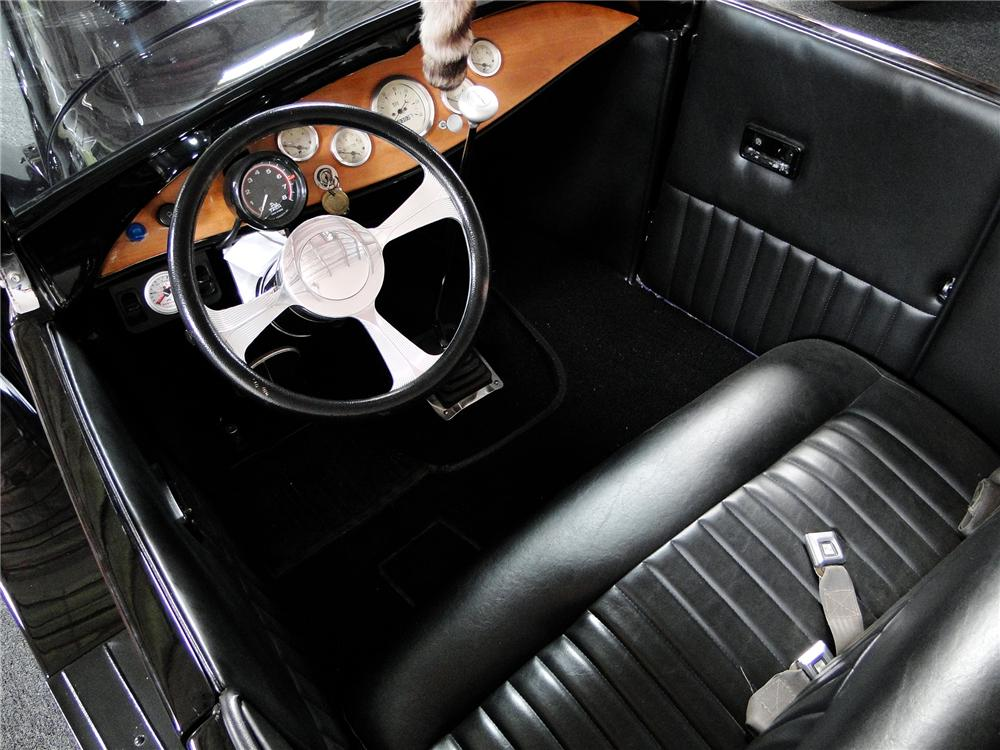 1928 FORD CUSTOM ROADSTER - Interior - 108152