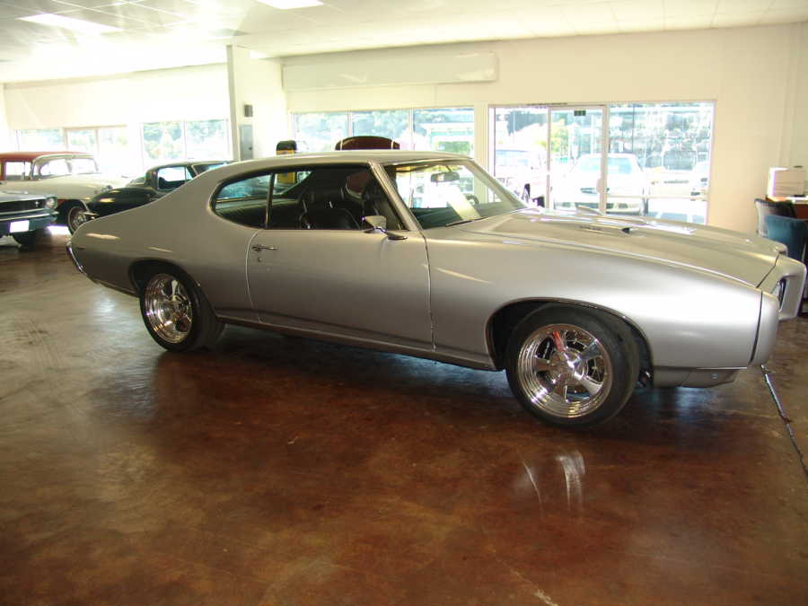 1969 PONTIAC GTO 2 DOOR CUSTOM COUPE - Front 3/4 - 108156