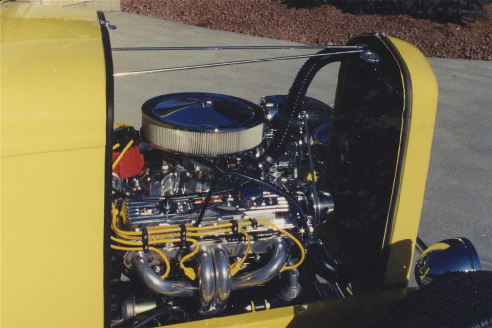 1932 FORD ROADSTER - Engine - 108173