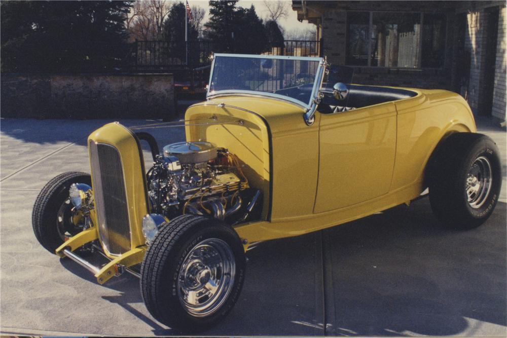 1932 FORD ROADSTER - Front 3/4 - 108173