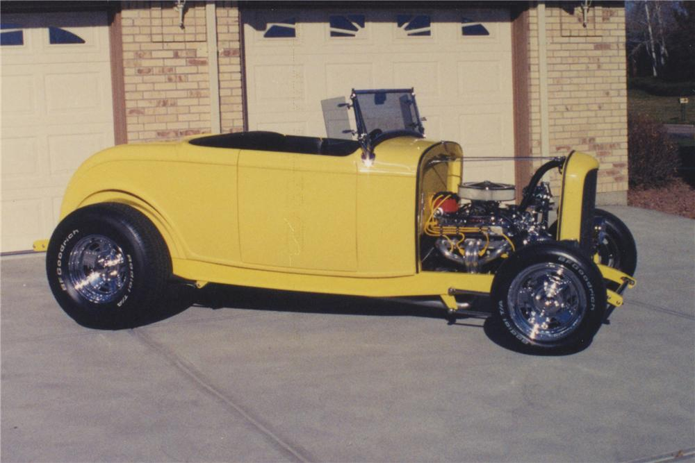 1932 FORD ROADSTER - Side Profile - 108173