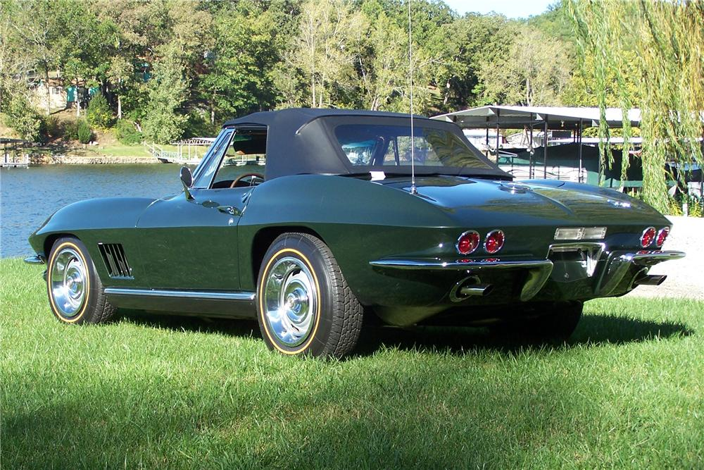 1967 CHEVROLET CORVETTE CONVERTIBLE - Rear 3/4 - 108174