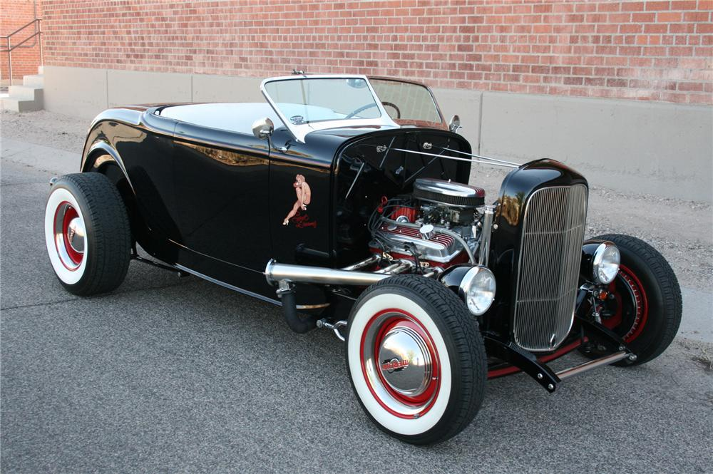 1932 FORD CUSTOM ROADSTER - Front 3/4 - 108184