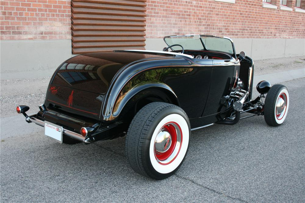 1932 FORD CUSTOM ROADSTER - Rear 3/4 - 108184