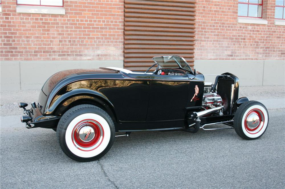 1932 FORD CUSTOM ROADSTER - Side Profile - 108184