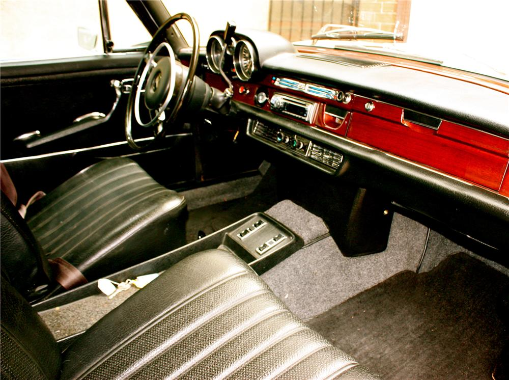 1970 MERCEDES-BENZ 280SEL 4 DOOR SEDAN - Interior - 108212