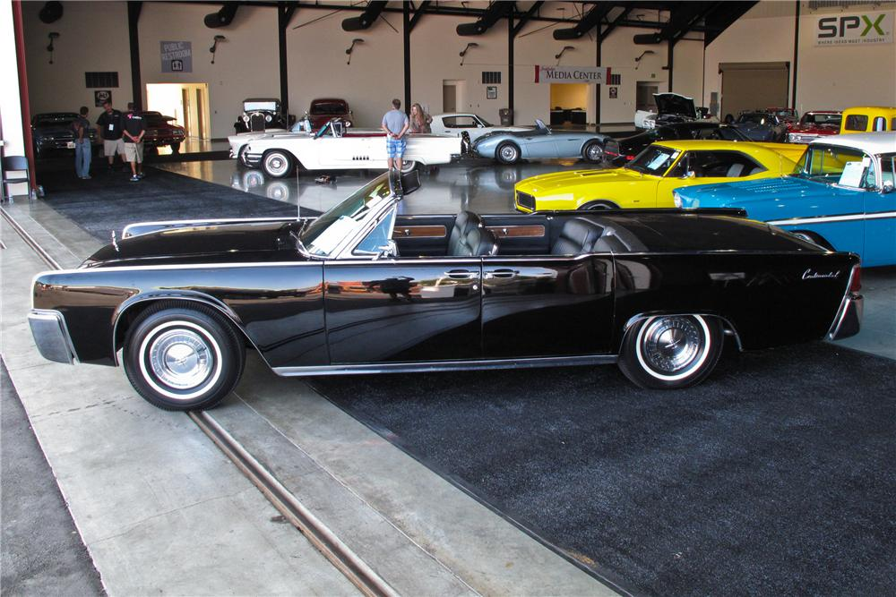 1963 LINCOLN CONTINENTAL CONVERTIBLE - Side Profile - 108233