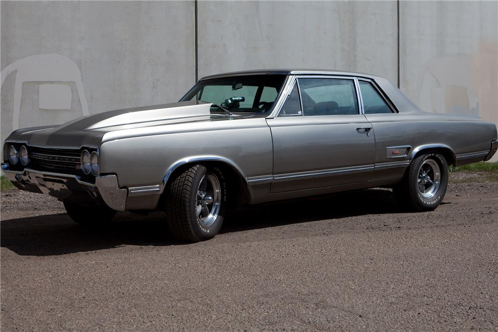 1965 OLDSMOBILE CUTLASS CUSTOM SPORTS COUPE - Front 3/4 - 108429