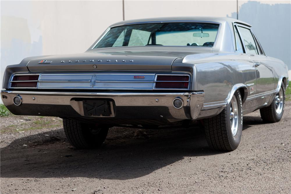 1965 OLDSMOBILE CUTLASS CUSTOM SPORTS COUPE - Rear 3/4 - 108429
