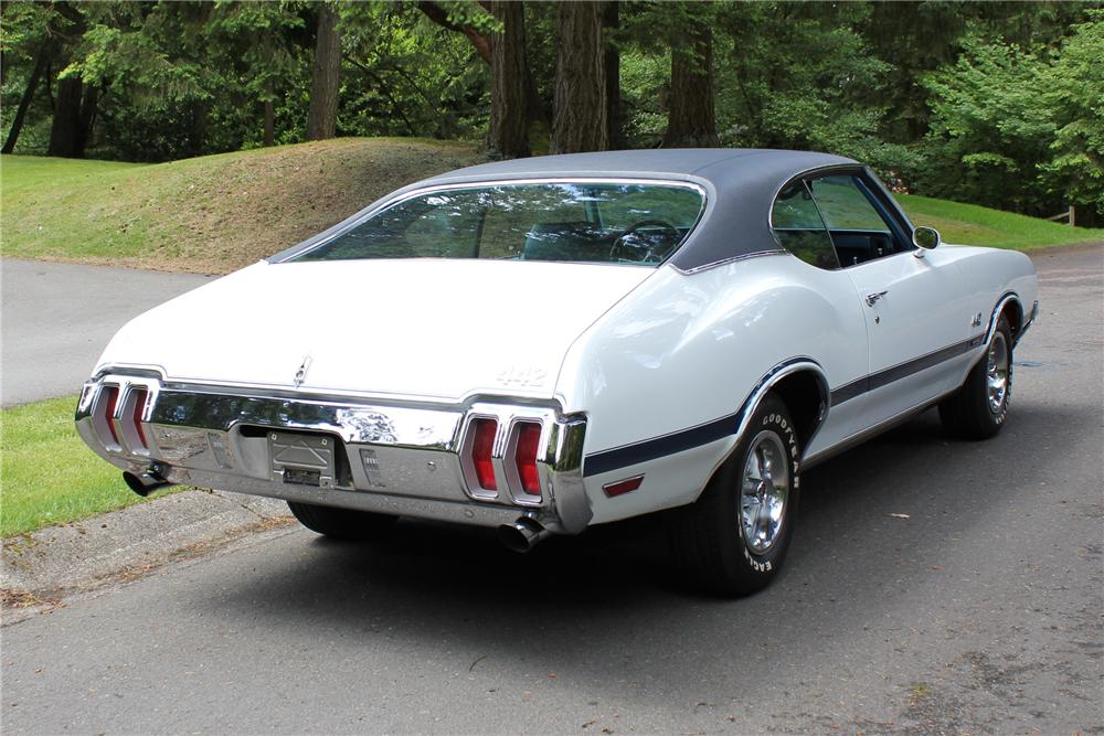 1970 OLDSMOBILE CUTLASS 2 DOOR CUSTOM COUPE - Rear 3/4 - 108432