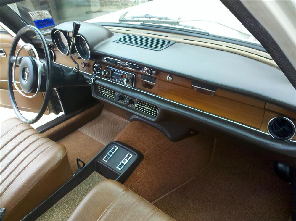 1970 MERCEDES-BENZ 280SE 4 DOOR SEDAN - Interior - 108445