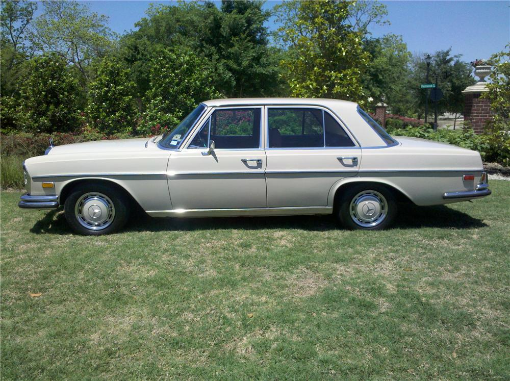 1970 MERCEDES-BENZ 280SE 4 DOOR SEDAN - Side Profile - 108445