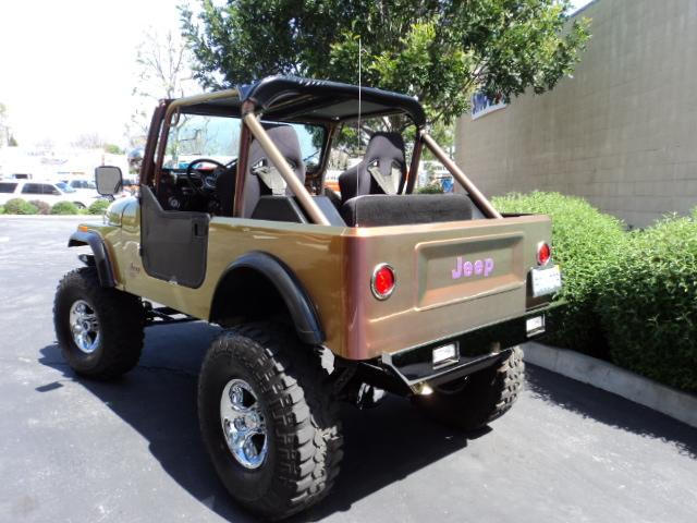 1986 JEEP CJ-7 CUSTOM 2 DOOR SOFT TOP - Rear 3/4 - 110213