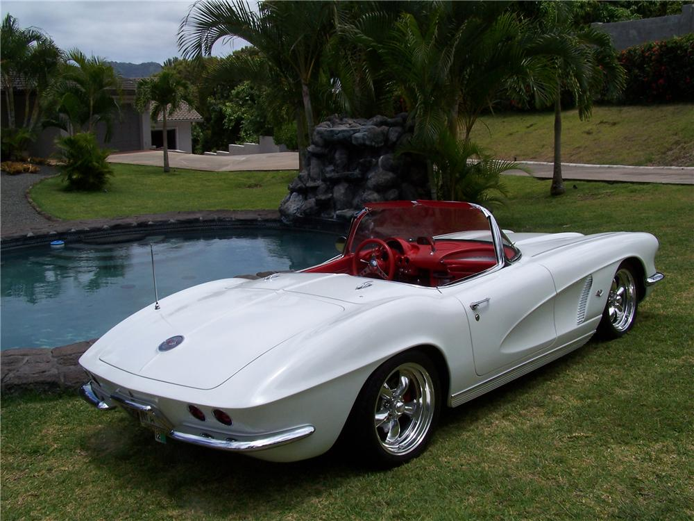 1962 CHEVROLET CORVETTE CUSTOM CONVERTIBLE - Rear 3/4 - 112565