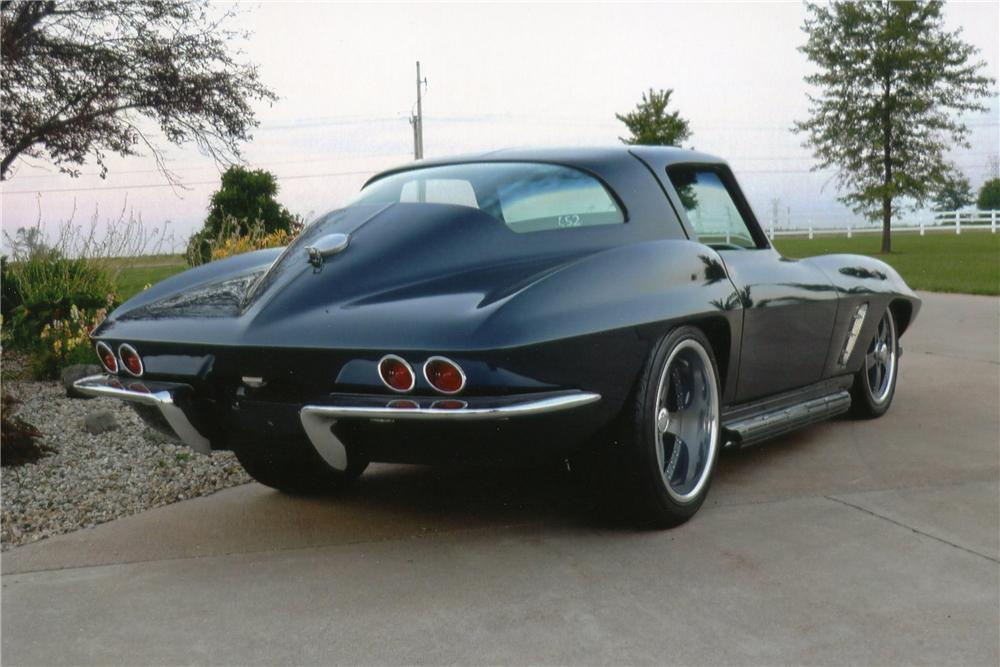 1967 CHEVROLET CORVETTE CUSTOM COUPE - Rear 3/4 - 112566