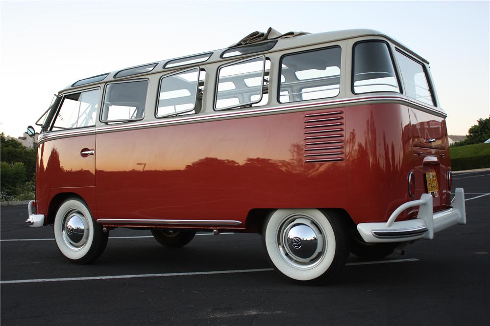 1962 VOLKSWAGEN 23 WINDOW DELUXE 9 PASSENGER SAMBA BUS - Rear 3/4 - 112579