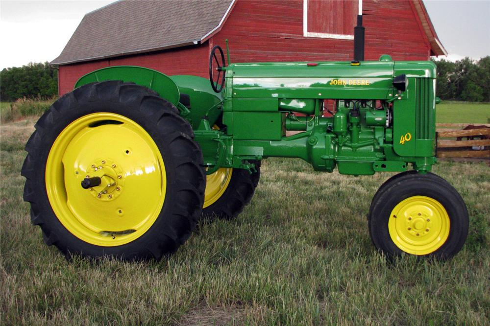 1953 JOHN DEERE MODEL 40 TRACTOR - Side Profile - 112606