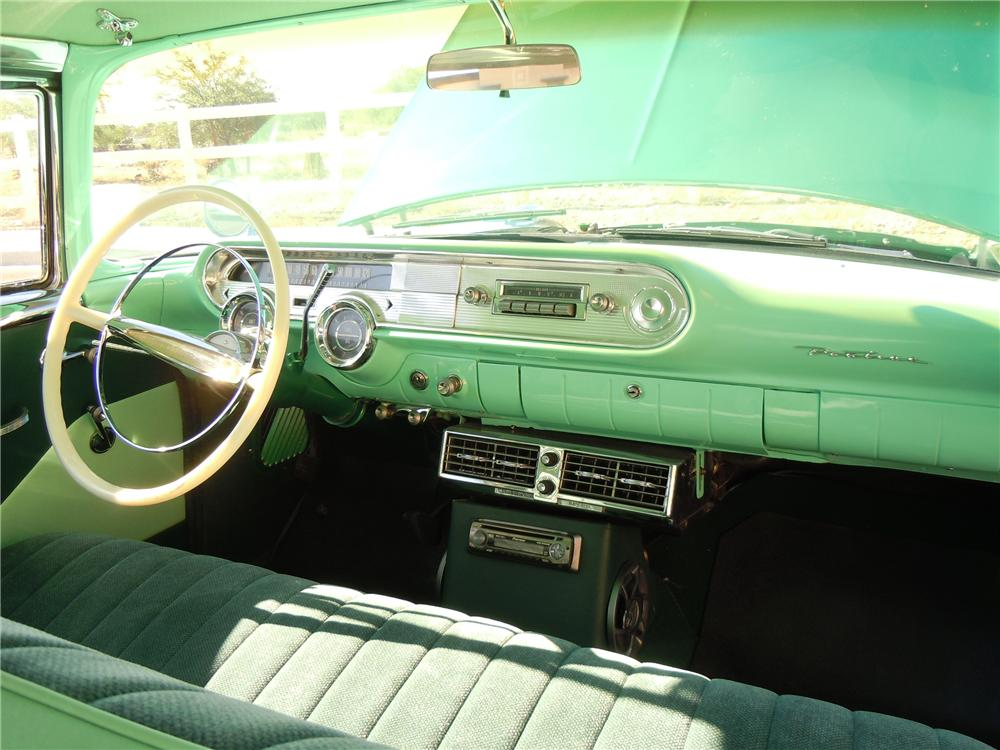 1957 PONTIAC CHIEFTAIN 4 DOOR HARDTOP - Interior - 112622