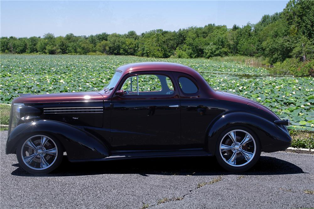 1938 CHEVROLET CUSTOM COUPE - Front 3/4 - 112633