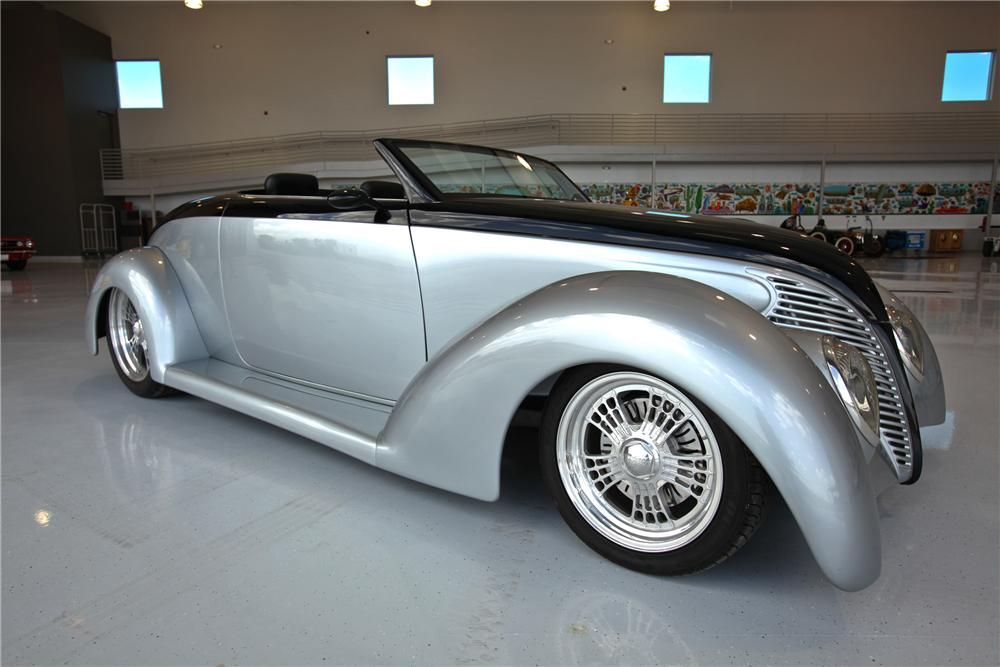1939 FORD CUSTOM CONVERTIBLE - Front 3/4 - 112637