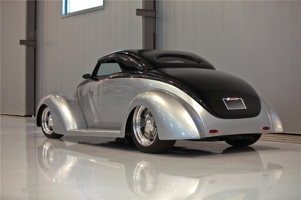 1939 FORD CUSTOM CONVERTIBLE - Rear 3/4 - 112637