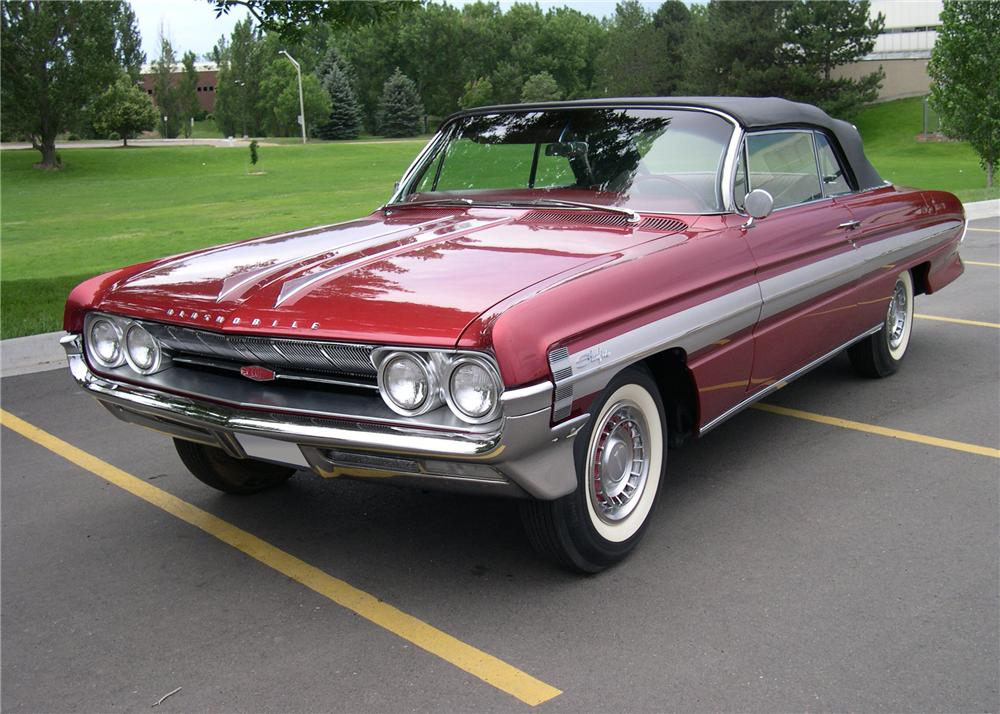 1961 OLDSMOBILE STARFIRE CONVERTIBLE - Front 3/4 - 112641