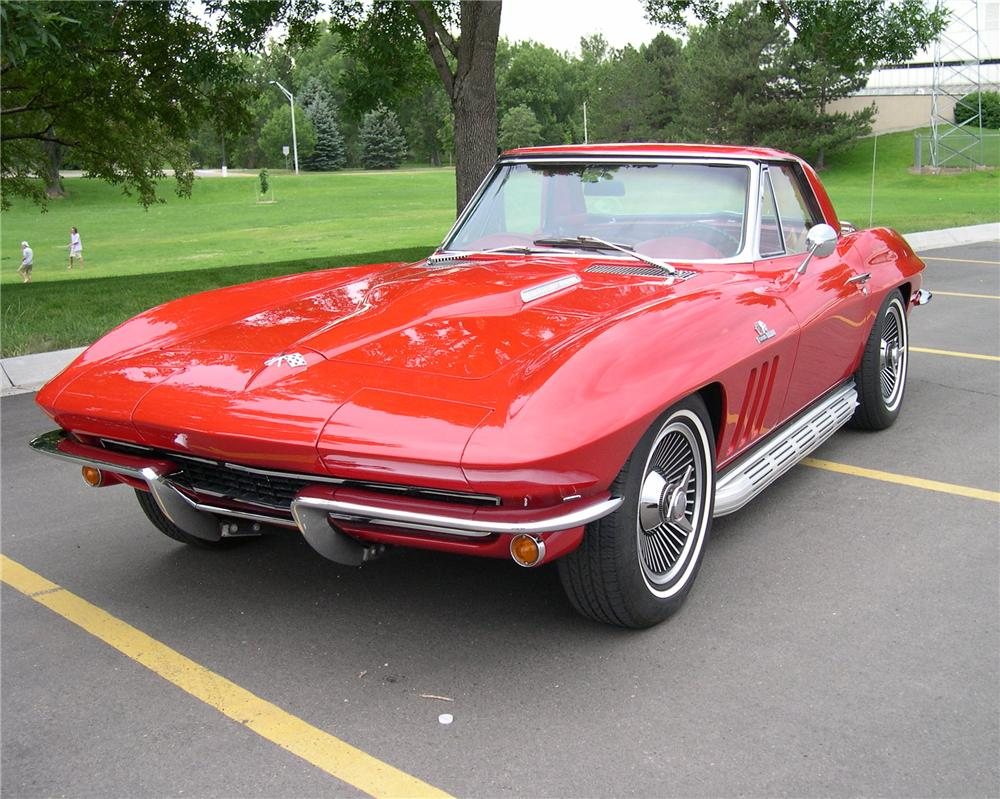 1965 CHEVROLET CORVETTE ROADSTER - Front 3/4 - 112643