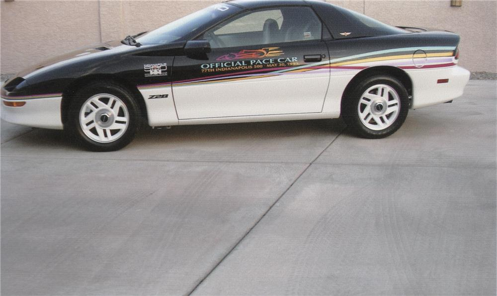 1993 CHEVROLET CAMARO Z/28 PACE CAR COUPE - Side Profile - 112649