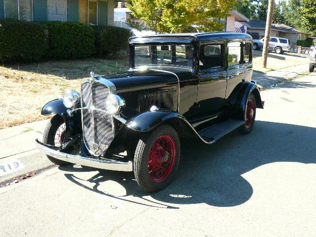 1931 PONTIAC 4 DOOR SEDAN - Front 3/4 - 112650