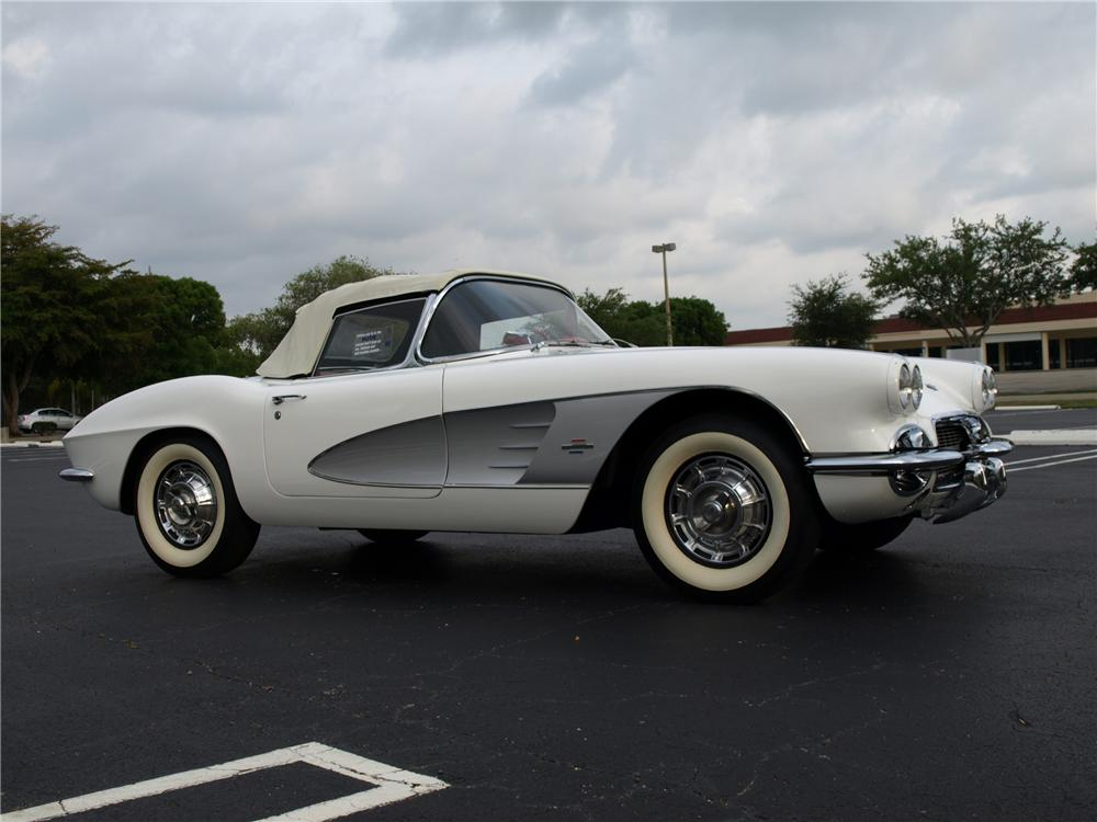 1961 CHEVROLET CORVETTE CUSTOM CONVERTIBLE - Front 3/4 - 112689