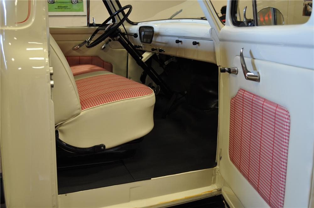 1953 FORD F-100 PICKUP - Interior - 112705