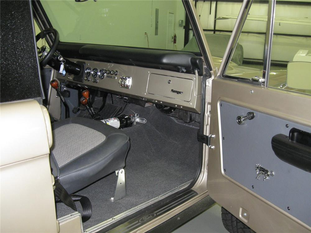 1974 FORD BRONCO CUSTOM 4X4 SUV - Interior - 112726