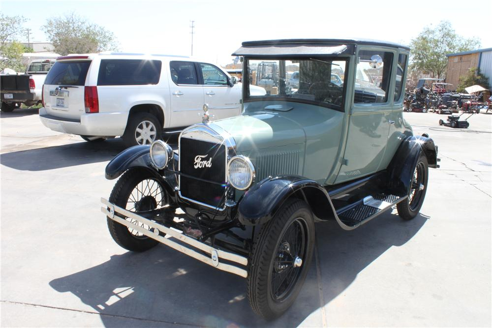 1927 FORD MODEL T COUPE - Front 3/4 - 112784