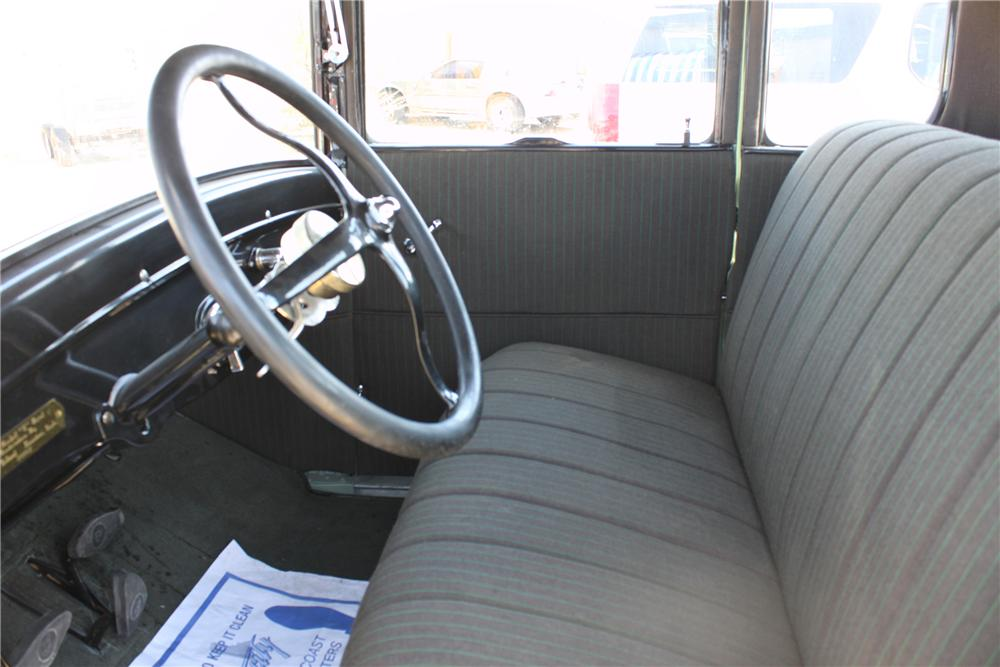 1927 FORD MODEL T COUPE - Interior - 112784