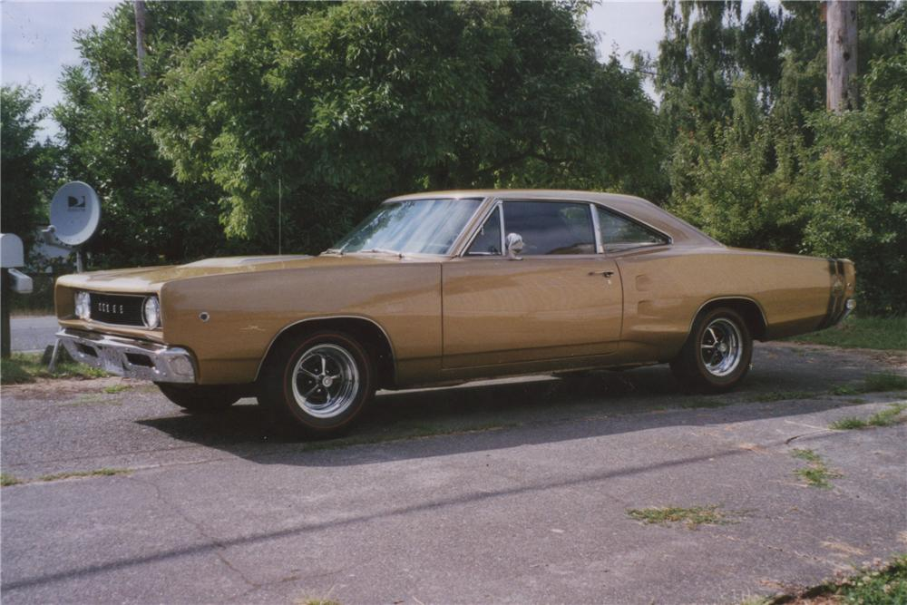 1968 DODGE SUPER BEE 2 DOOR COUPE - Front 3/4 - 112803