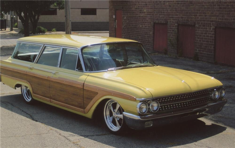 1961 FORD COUNTRY SQUIRE CUSTOM WAGON - Front 3/4 - 112829