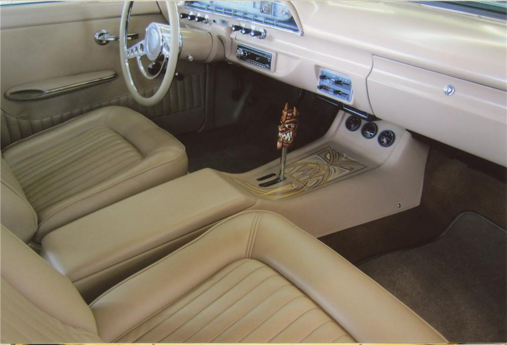 1961 FORD COUNTRY SQUIRE CUSTOM WAGON - Interior - 112829
