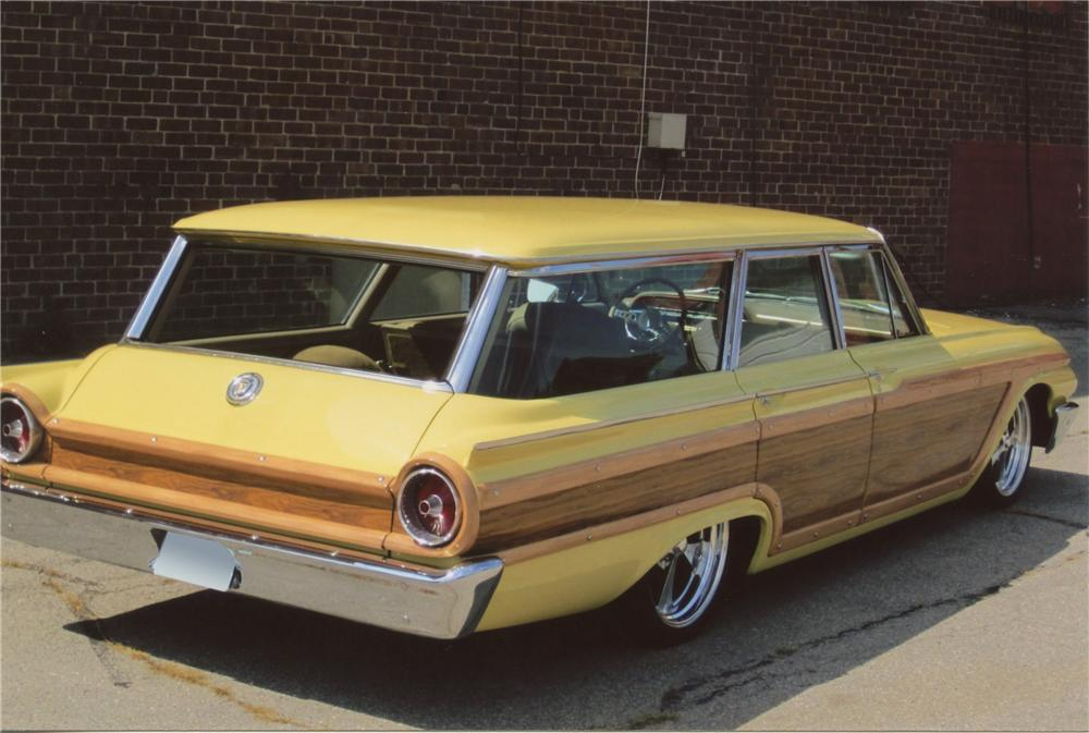 1961 FORD COUNTRY SQUIRE CUSTOM WAGON - Rear 3/4 - 112829