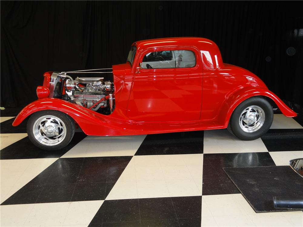 1934 FORD CUSTOM 2 DOOR COUPE - Side Profile - 112873