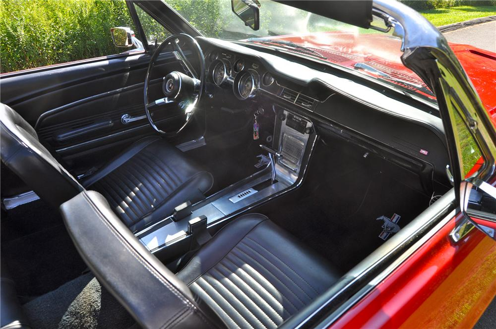 1967 FORD MUSTANG CONVERTIBLE - Interior - 112882